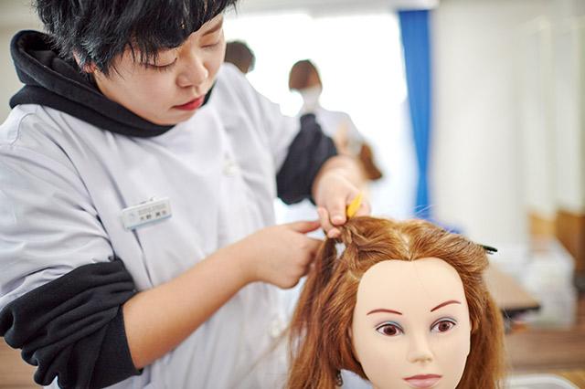 体験入学 | 東京の美容学校で美容師のプロを目指す|マリールイズ美容専門学校